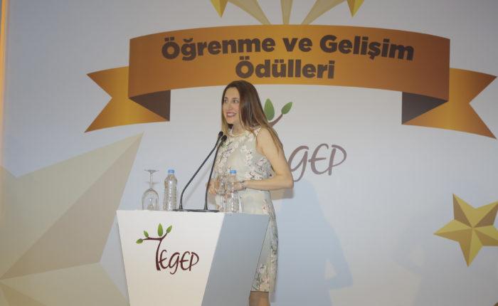 Jüri üyesi olduğum Türkiye'nin en iyi öğrenme ve gelişim ödüllerinde en yaratıcı eğitim programı ödülünü vermek bana düşmüştü o gün. Ödülün sahibi; Garanti Emeklilik. Kutlarım.
